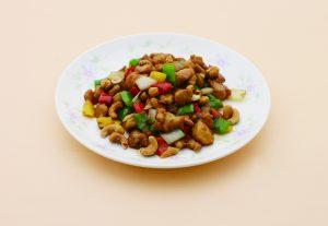 鶏肉のさいの目切りカシューナッツ炒め