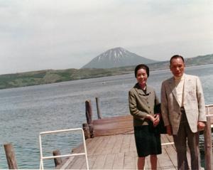 初代社長 陳 依芬と妻 二妹